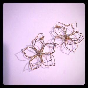 Gold wire flower earrings